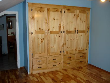 Northern White Pine Built-in Bed Room Closet Cabinet